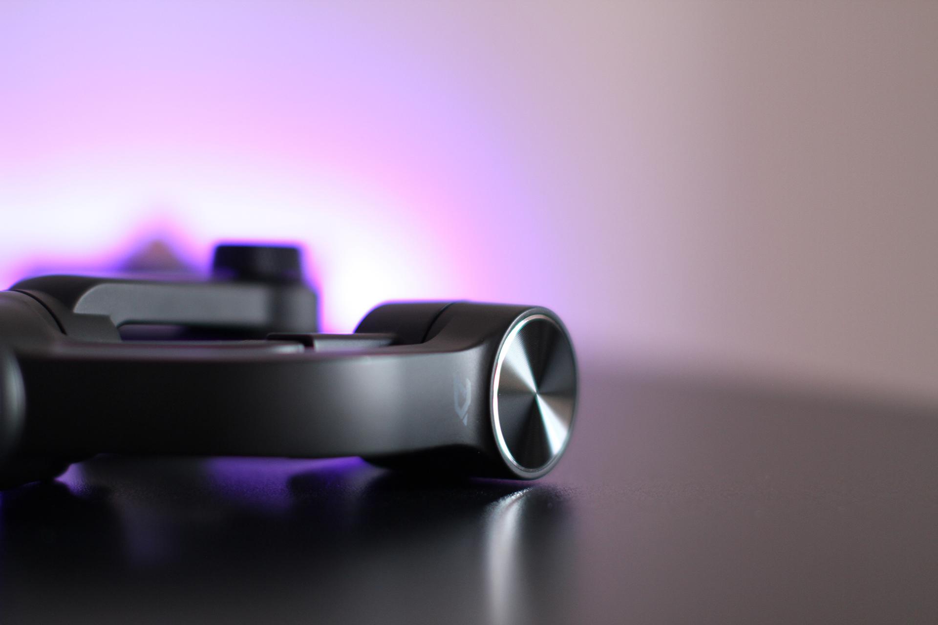 zhiyun smooth q un stabilisateur pour smartphone le mag jeux high tech. Black Bedroom Furniture Sets. Home Design Ideas