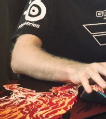 Une souris et son tapis Counter-Strike : Global Offensive