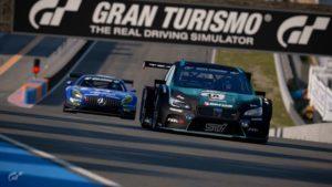 Gran Turismo : Mikail Hizal (Subaru) devant Baptiste Beauvois (Mercedes-Benz)