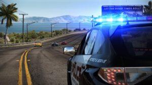 Need For Speed : Une voiture de police derrière des fuyards