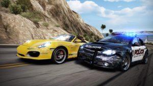 Need For Speed : Une voiture de Pilote et une de Flic au contact