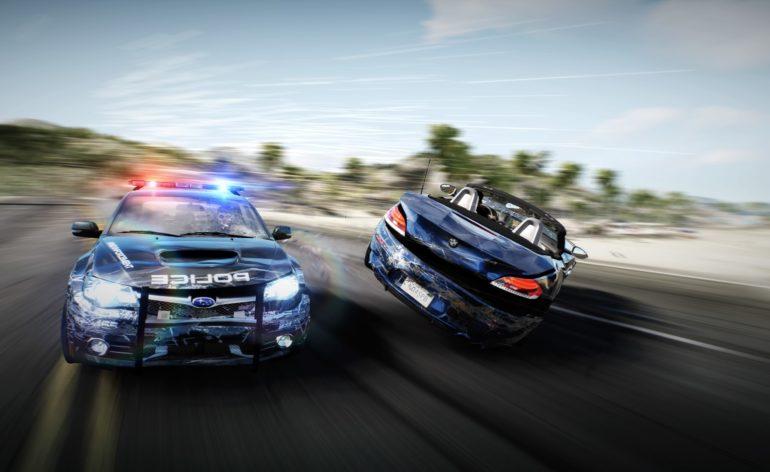 Need For Speed : Une voiture de flic détruisant celle d'un pilote