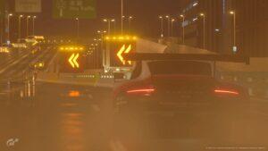 Gran Turismo : Une Porsche 911 GT3 sous la pluie sur le circuit de Tokyo (Image - Gran Turismo Sport)