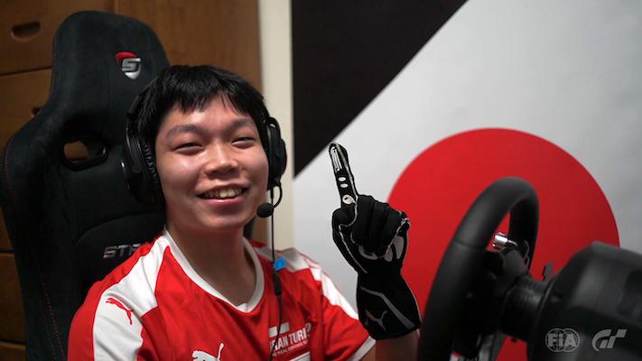 Gran Turismo : Takuma Miyazono célébrant sa victoire en Finales Mondiales (photo de Clive Rose - Gran Turismo/Gran Turismo via Getty Images)