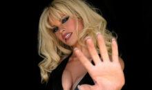 Lily James, 1ères images dans la peau de Pamela Anderson, dans la série TV