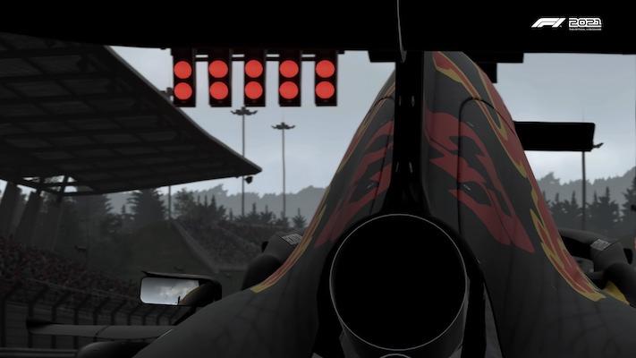 La Red Bull de Max Verstappen vue de derrière au départ d'une course