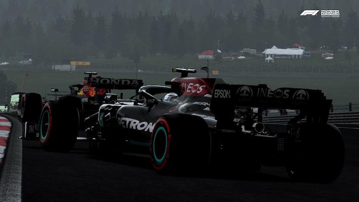 Valtteri Bottas, Mercedes, derrière Max Verstappen, Red Bull, au départ en Autriche
