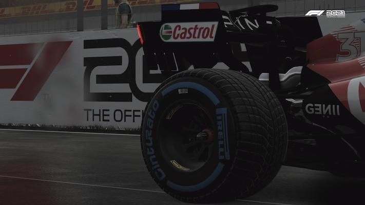 Le pneu d'une Alpine au départ au Canada
